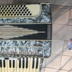 Продаем  итальянский аккордеон « Parlando »