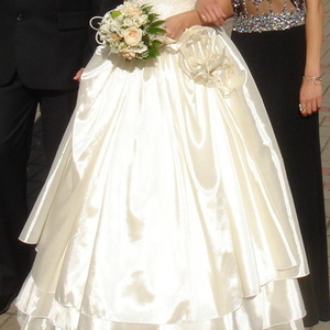 Продаётся свадебное платье.цвет: шампань
